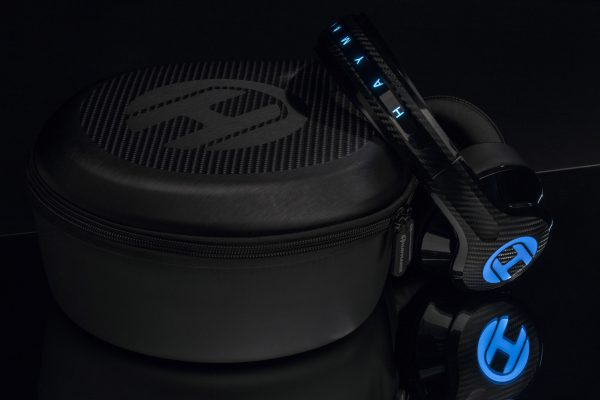 Headphone with its case.